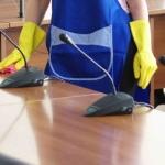 Amsterdam neemt schoonmakers later in dienst