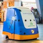 Schoonmaakrobot aan de slag op Eindhoven Airport
