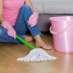 Schoonmaakster zonder wringer stelt werkgever aansprakelijk voor polsletsel