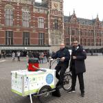 Met de stofzuiger in de bakfiets door heel Amsterdam
