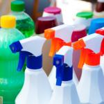"""Schoonmaak werkt met gevaarlijke stoffen: """"Je kunt er niet genoeg voor waarschuwen"""""""