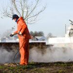 Marcel Stegeman van Stegeman Gevelreiniging reinigt eeuwenoude stadsmuur